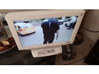 """DM TECH 19"""" TV WITH FREEVIEW AND HDMI DVD BUILT IN"""