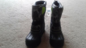 Boys Winter Boots $20, Size 4