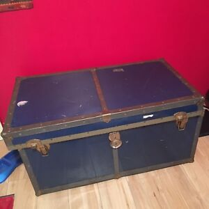 Two blue vintage chests