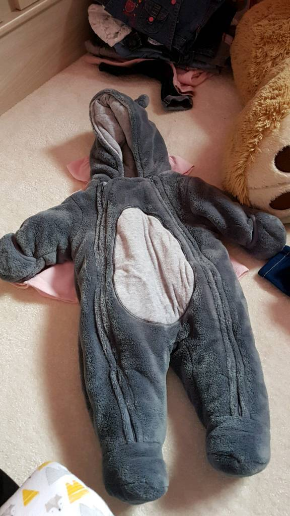 Unisex coatin Haslingden, LancashireGumtree - Unisex baby coat. Bought in France size 3 month old which is basically a size 3 6 for English clothes. Hasnt been wear a lot