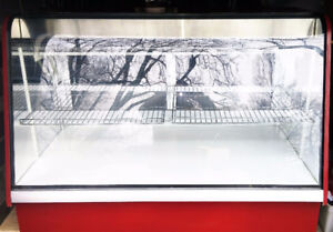 5' Refrigerated Display Case with Curved Glass