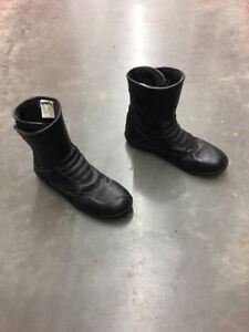 Motorcycle accessories (boots, windscreen, backrest