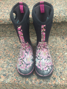 Girls Youth Winter Bogs Size 4
