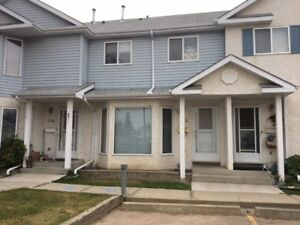 Stony Plain Townhouse 3 bedrooms