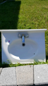 White vanity top/sink with taps.