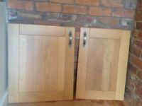 7 solid oak kitchen cupboard doors with pewter handles. 2 x 600mm 1 x 500mm 4 x 400mm VGC