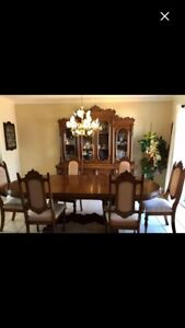 Wood dining room set - fantastic condition