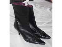 Ladies black boots - size 6