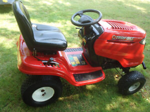 TROY BILT LAWN TRACTOR 18 HP 42 CUT FOR PARTS OR REPAIR