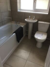 High Standard Ensuite Room to Let Swindon Town Centre