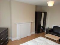 A MUST BE SEEN DOUBLE/TWIN ROOM IN SHEPHERDS BUSH. ZONE-2. All bills and wifi included.