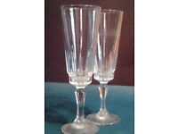 Set of 2 Luxury Clear Glass Ornate Champagne Flutes Glasses.