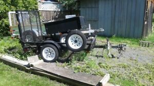 Utility trailer with loading ramp
