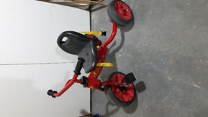 Children's Tricycle w/ detachable handle.