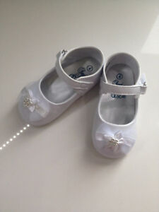 White Shoes Size 5-6 (12-24 Months)
