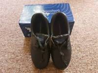Ladies size 5 safety shoes
