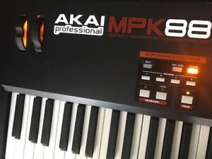 AKAI MPK 88 DIGITAL  PIANO MIDI CONTROLLER KEYBOARD