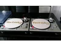 Technics sl1200 mk2 turntables pair