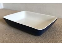 2 oven dishes £5