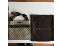 Gucci pouch beige