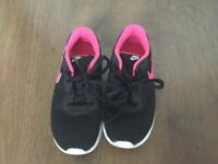 Girls Nike trainers black with pink tick size 13