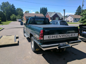 Headrack and tri-fold tonneau cover for 88-98 gm truck