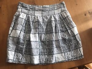 Women's skirt with pockets