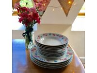 Floral dinnerware set for 4 with dinner plates, small plates and bowls