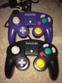 2 Nintendo GameCube controllers official