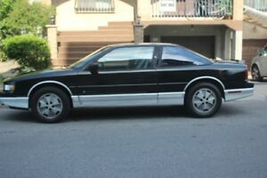 1988 Oldsmobile Cutlass supreme international Coupe (2 door)