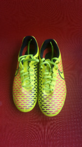 Nike Jr Magista Cleats Size 5.5Y