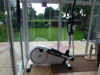 REEBOK Z9 CROSS TRAINER - High spec.model complete with power supply