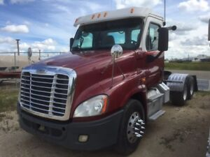 2011 Day Cab Freightliner Cascadia - 500 hp Detroit 18 speed
