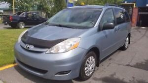 2008 Toyota Sienna CE - V6 - 7 PASSAGERS - HITCH!!!