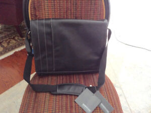 *BRAND NEW* Kenneth Cole Leather Laptop Computer Case