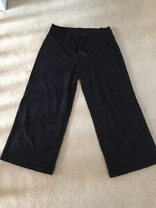 Lululemon cropped yoga pants 10