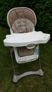 Chaise haute  de marque Evenflo