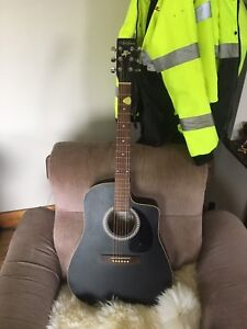Art and Lutherie Cutaway Acoustic Guitar