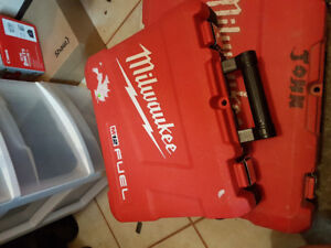 Milwuakee case and 12v charger