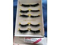 Set of false eye lashes and glue