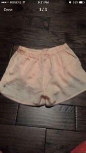 Lululemon shorts size 6 - never worn