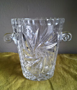 BEAUTIFUL PINWHEEL CRYSTAL ICE / WINE BUCKET: COLLECTOR ITEM