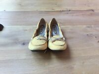 Yellow Suede Ladies Tods Shoes Size Eu 39/UK 6