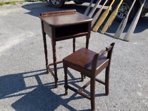 STUNNING SMALL 1940'S TELEPHONE TABLE W/ MATCHING CHAIR ONLY $0