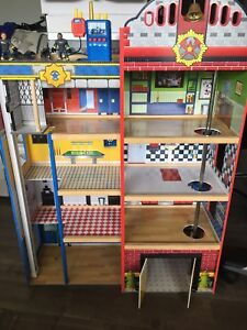 """3+ foot tall """"Kids Craft"""" fire house/ police station"""