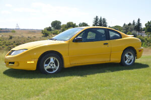 One owner, female driven, 2003 Pontiac Sunfire SL Coupe - 2900$