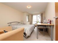 Luxury EN SUITE room in DOCKLAND !! ALL bills included FREE cleaning service !!