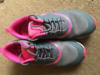 nike air max theas, size 5, Great Condition - grey and pink