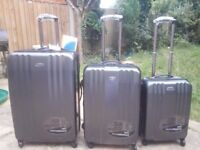 SNOWBALL SUITCASE ULTRA LIGHT AND RESISTANT SET OF 3 *BRAND NEW* 100 % POLYCARBONATE