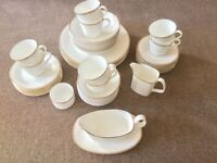 ROYAL DOULTON VINTAGE 8 PLACE BONE CHINA DINNER SERVICE GOLD CONCORD H5049 VERY GOOD CONDITION